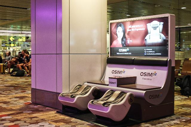 kursi pijet gratis di bandara changi