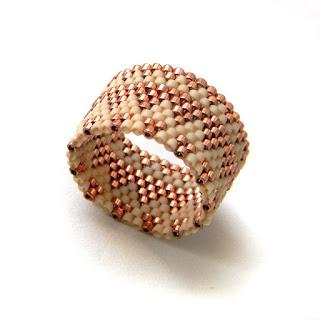 купить Кольцо из бисера - медное с бежевым