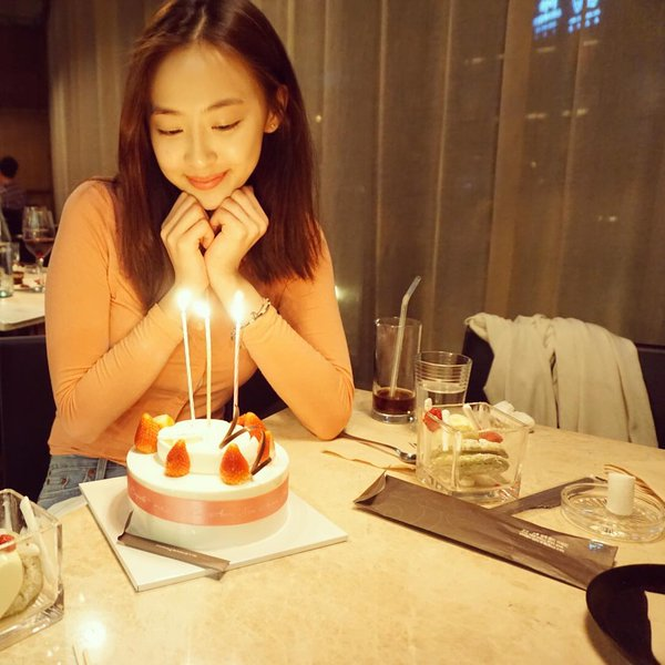 Dasom Poses With Her Birthday Cake Daily K Pop News