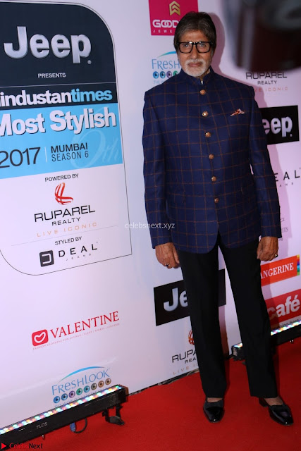 Red Carpet of Most Stylish Awards 2017 ~ Amitabh Bachchan (1).JPG