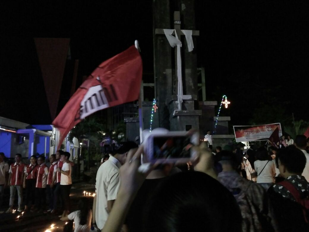Gelar Aksi Pasang Lilin di Gereja Sentrum, Bakercab GMNI Manado Kutuk Keras Pelaku Terorisme