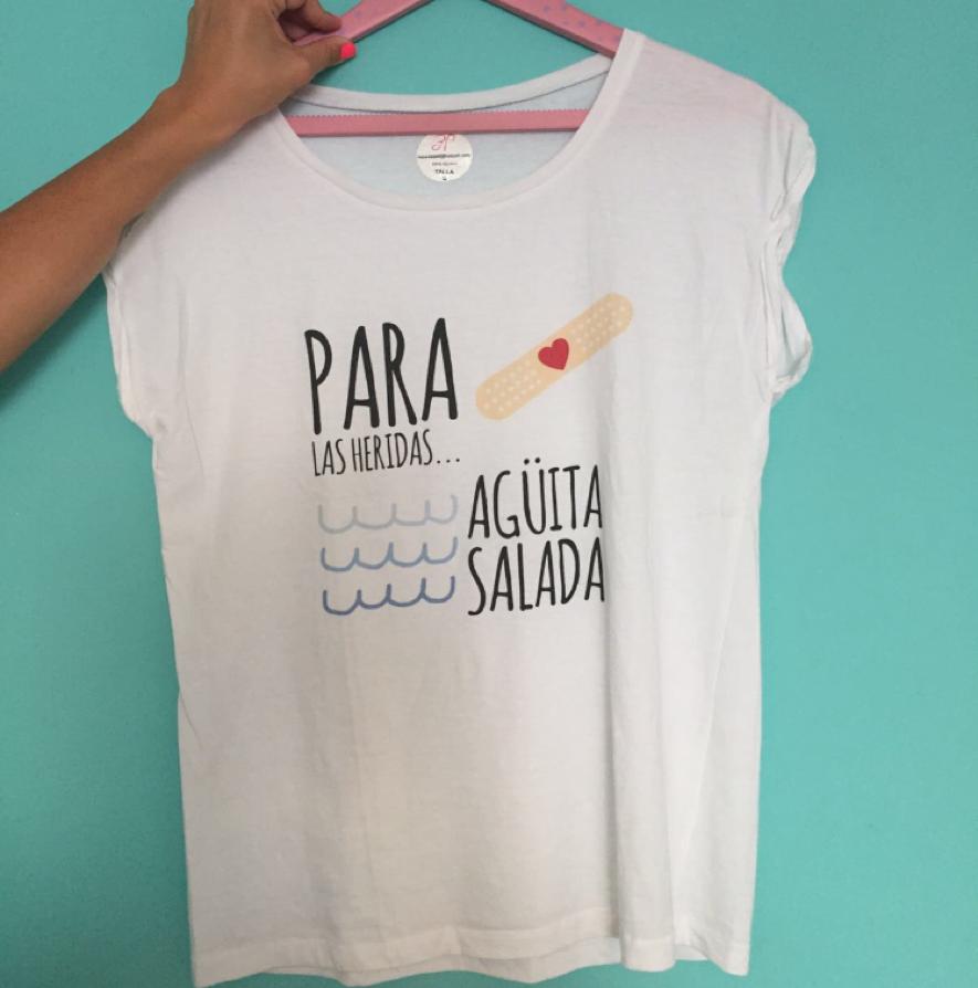 Una tienda de camisetas con bonitos y originales mensajes