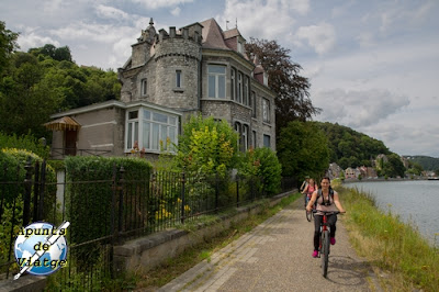 Valonia en bici junto al Mosa