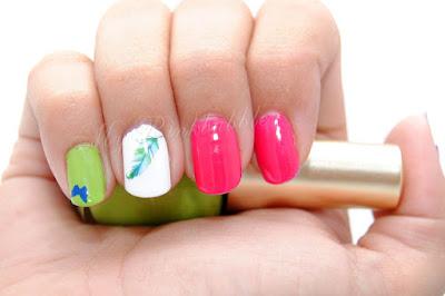 Manicura nailart plumas flores