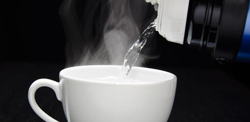 7 Manfaat Menakjubkan Minum Air Hangat Di Pagi Hari