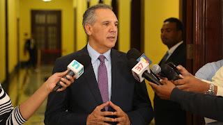 José Ramón Peralta llama a población a desoír a personas piden dinero por donaciones de buses y ambulancias del Gobierno