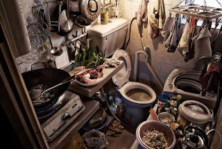 Φωτογραφίες που δείχνουν πως ζουν οι άνθρωποι στο Χονγκ Κονγκ στα σπίτια «φέρετρα»