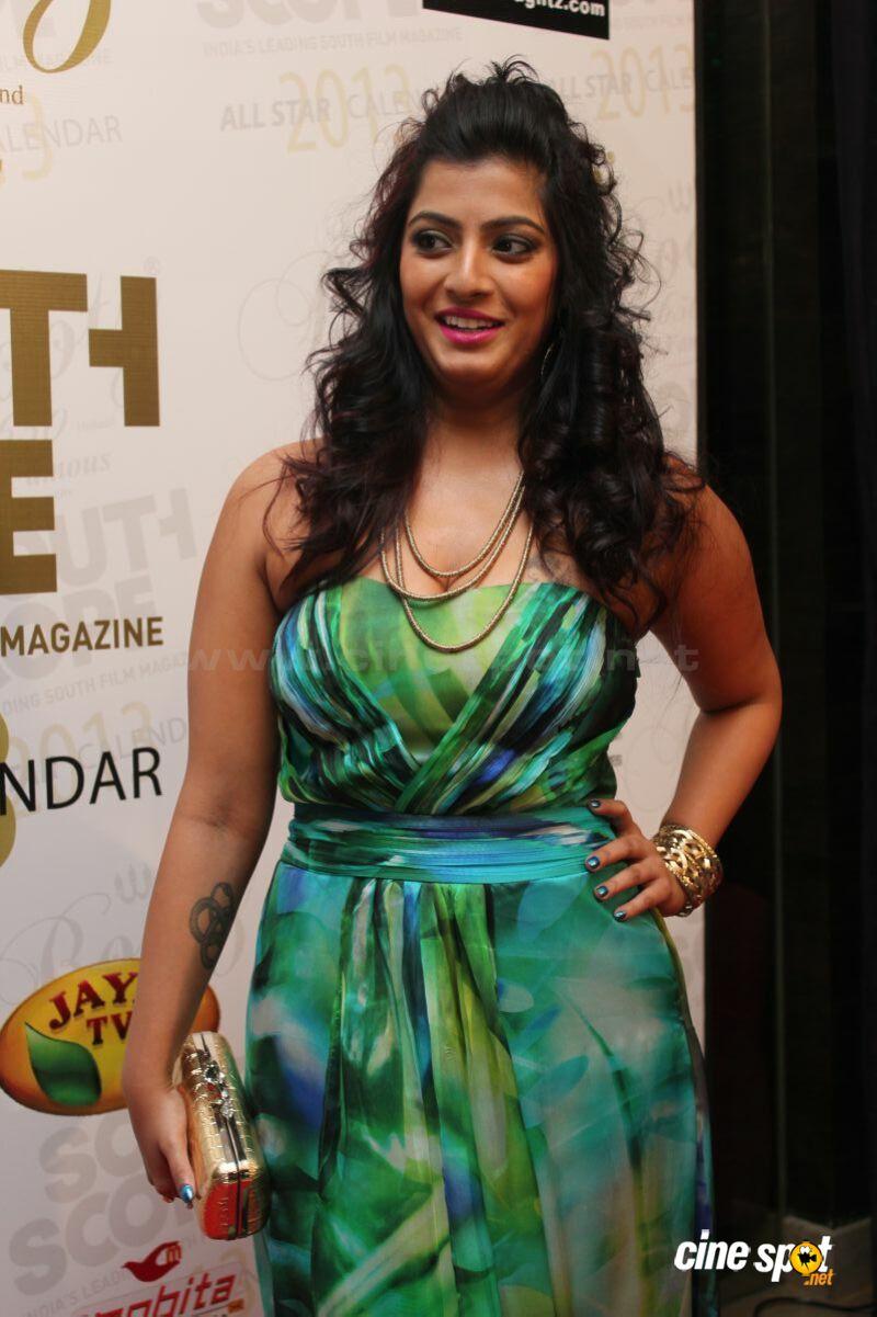 Varalakshmi Sarathkumar Boobs Cleavage Unseen-6057