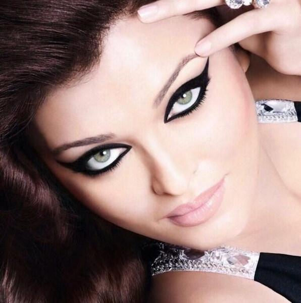 Glossy Eyes of aishwarya Rai