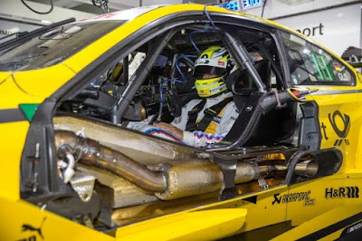 συνεργασία μεταξύ της BMW Motorsport και της Akrapovič