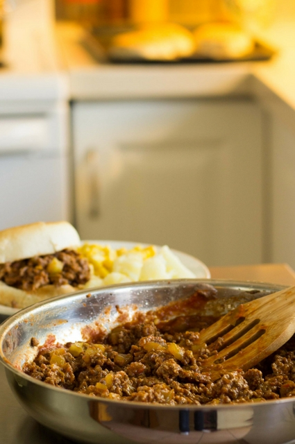 5-Ingredient Sloppy Joe Sandwich: Saucy Meat Filling in the Pan