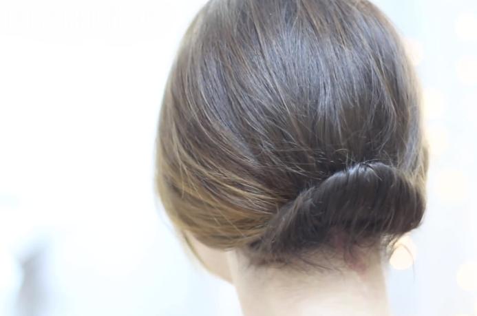 sigue el paso a paso en este video y veras que el es muy fcil de hacer utilzalo ya que este peinado con recogido para cabello corto es para
