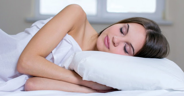 5 Benefits Of Sleeping Naked Every Day