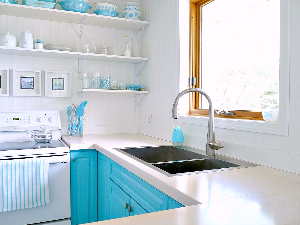 A budget friendly turquoise kitchen makeover dans le - Cucina a ferro di cavallo ...