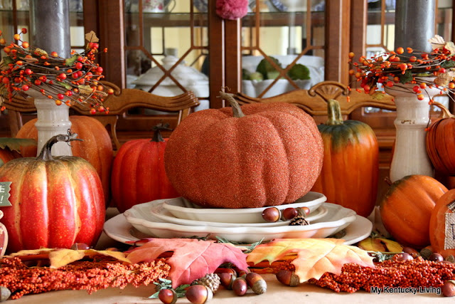Vignette-decorating-pumpkins-tablescape