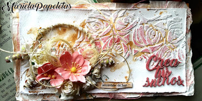 Sobre decorado con técnicas Mix Media y scrapbooking, en tonos rosas, de estilo shabby. Money Box with mixed media and scrapbooking techniques