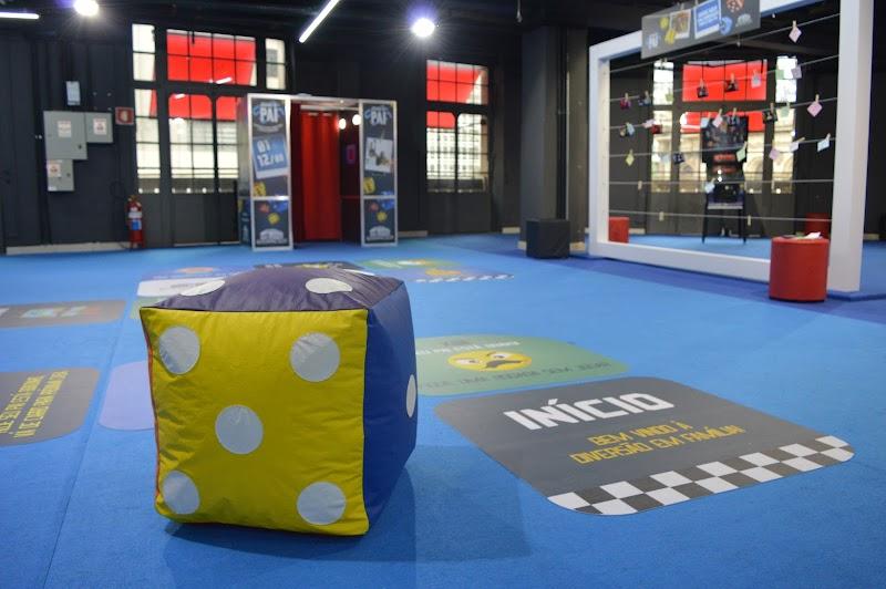 Dia dos Pais no Shopping Light relembra jogos de tabuleiro para envolver pais e filhos