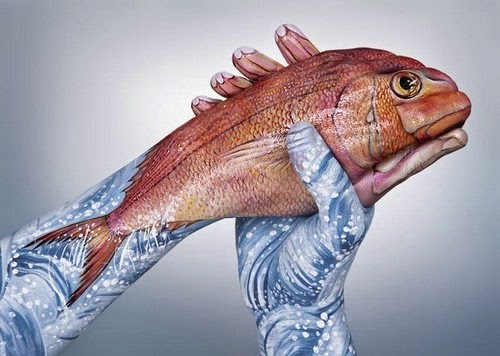 13-Seabean-Fish-Guido-Daniele-Painting-Animals-on-Hands-www-designstack-co