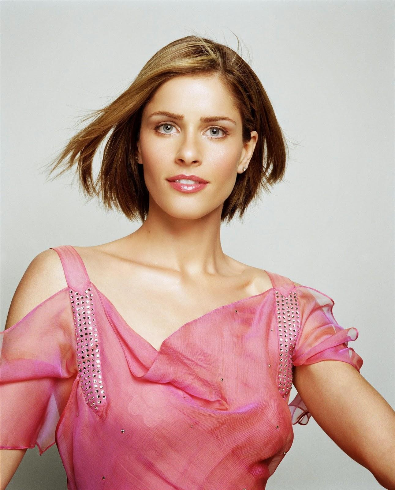 Hollywood Actress Wallpaper: Amanda Peet HD Wallpapers