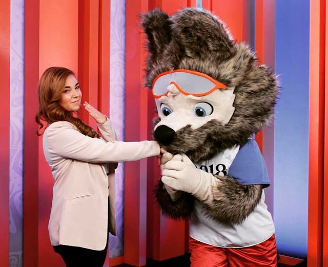 hands behind zabivaka