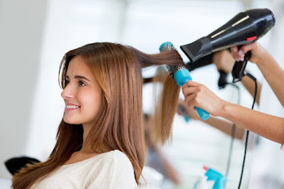 Τα λάθη που καταστρέφουν τη λάμψη των μαλλιών