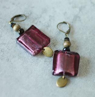 https://www.alittlemarket.com/boucles-d-oreille/fr_boucles_d_oreilles_a_palet_en_verre_prune_et_metal_bronze_-17356198.html