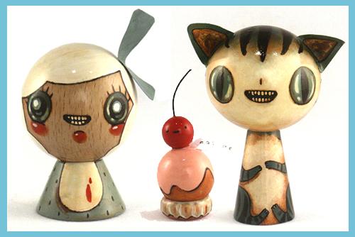 Juguetes hechos de madera pintados a mano