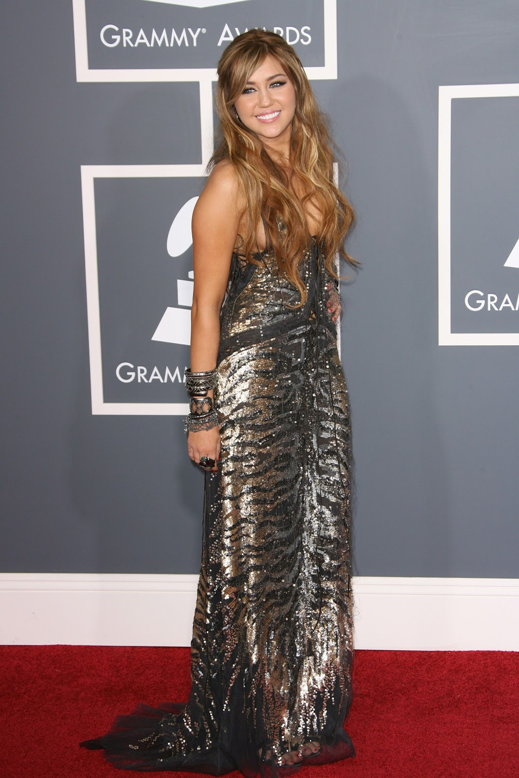 Miley Cyrus Alfombra Roja Miley Cyrus Around The World Alfombra Roja Show Y