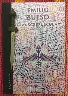 Portada del libro Transcrepuscular, de Emilio Bueso