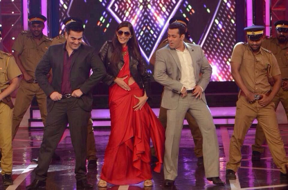 Sonam Kapoor turns Dabangg on the sets of Bigg Boss