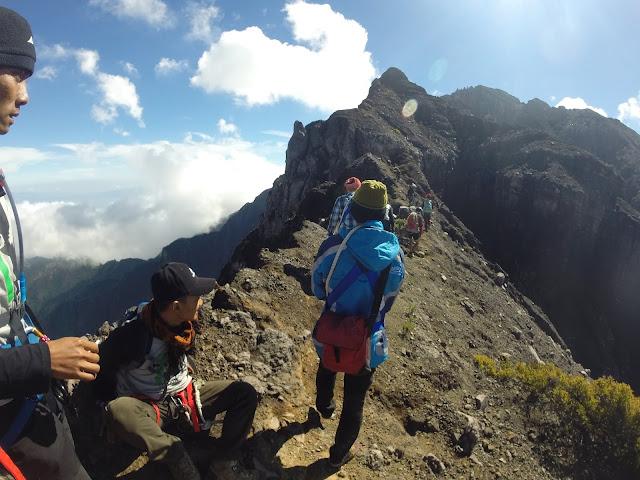 jalur pendakian gunung raung ke puncak sejati