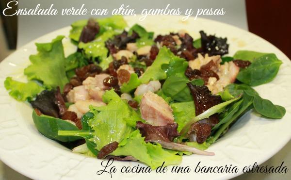 Receta de ensalada verde con atún, gambas y pasas, paso a paso