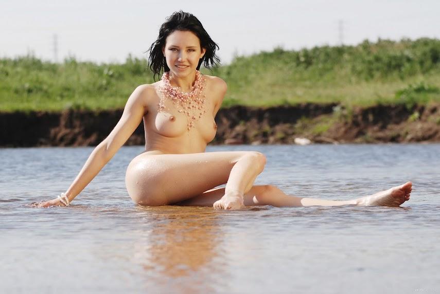 [EroticBeauty] Eleonora B - On Water 1260936153