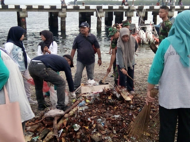 Kodim Masohi Tempuh Lima Sektor Peringati Hari Sampah Nasional