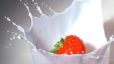 strawberry dan susu dapat memutihkan kulit muka alami