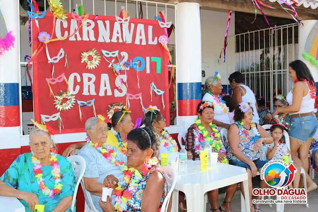 Confira imagens do carnaval da Melhor Idade em Olho D'Água do Casado