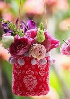 http://www.home-kids.com/2014/11/como-hacer-un-lindo-florero-reciclando.html
