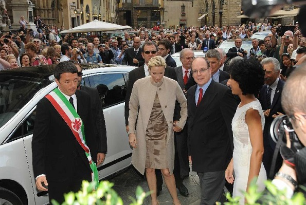 Prince Albert and Princess Charlene visited Palazzo Vecchio. Princess Charlene wore Elie Saab gold dress
