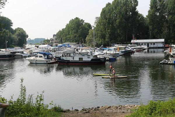 Yachthafen Mondorf am Rhein / eigene kleine Welt
