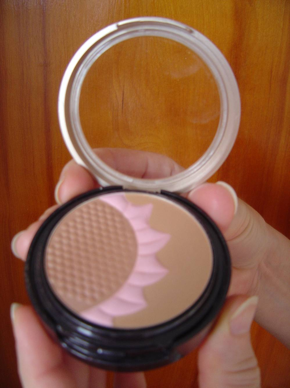 Sally Hansen Natural Beauty by Carmindy Sun Glow Powder Bronzer.jpeg