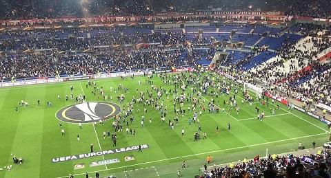 Lyon ngược dòng trong khung cảnh hỗn loạn