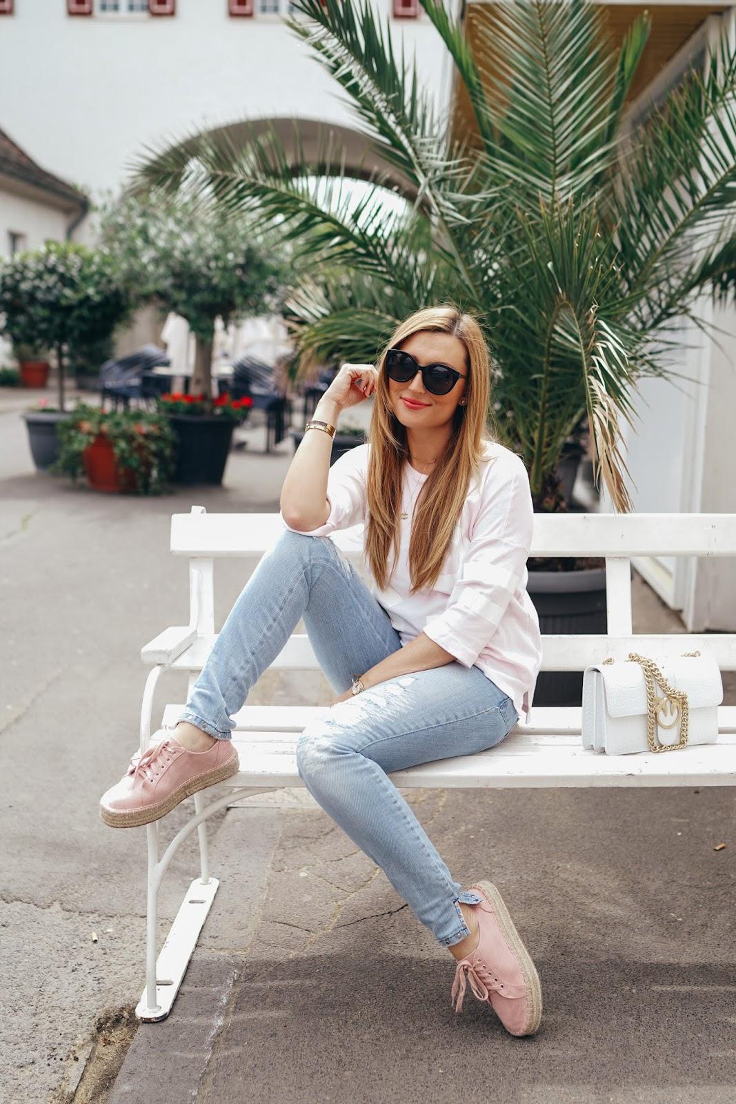 Chanel-Kette-Marc-Aurel-Helle-Jeans-mit-sneaker-plateau-kombinieren-fashionstylebyjohanna