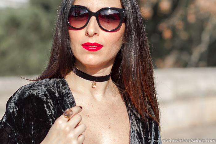 BLogger con Choker de terciopelo modelo Lágrima Leontina Alascio