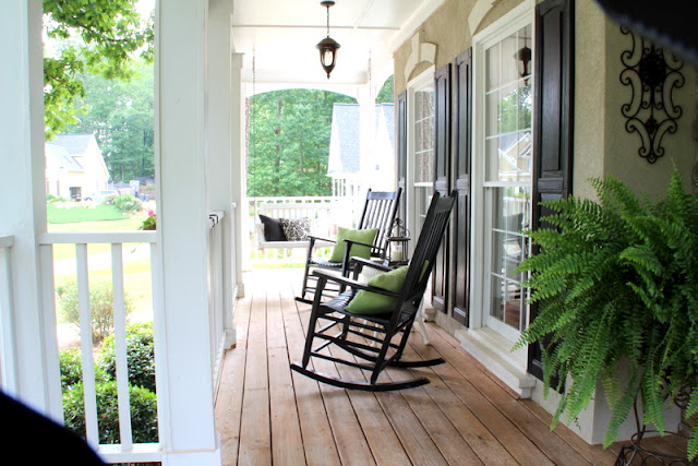 Savvy southern style styling a southern front porch for Southern front porches