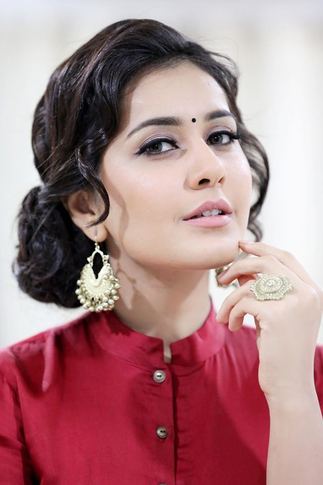 Rashi Khanna Navel Show Photos In Red Dress