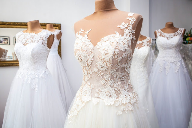 suknia ślubna dla niskiej i drobnej