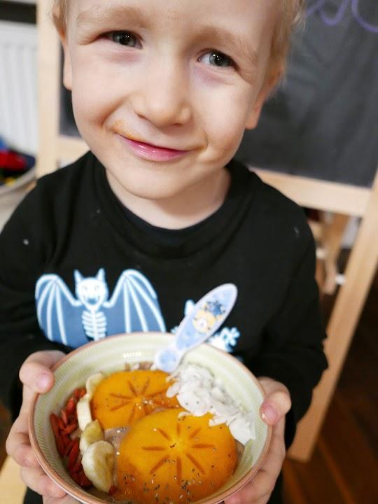 Czekoladowe smothie bowl z awokado i bananem