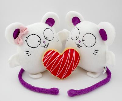 Guyuminos Pareja de ratones de peluche con corazón