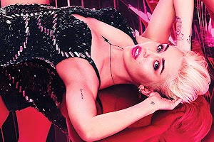 Miley Cyrus in the campaign MAC Viva Glam