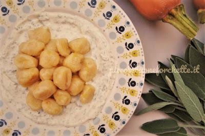 foto Ricetta gnocchi di zucca e patate con salsa di robiola e salvia per bambini
